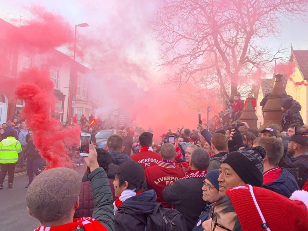 Liverpool FC vor einem Spiel. Der LFC spielt regelmäßig in der Champions League.